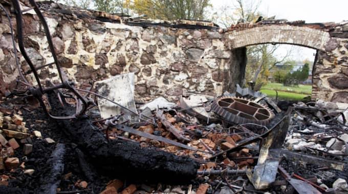 En av bränderna som pyromanen misstänks för, 150-åriga Möllan brann ner till grunden. Foto: Tomas Leprince