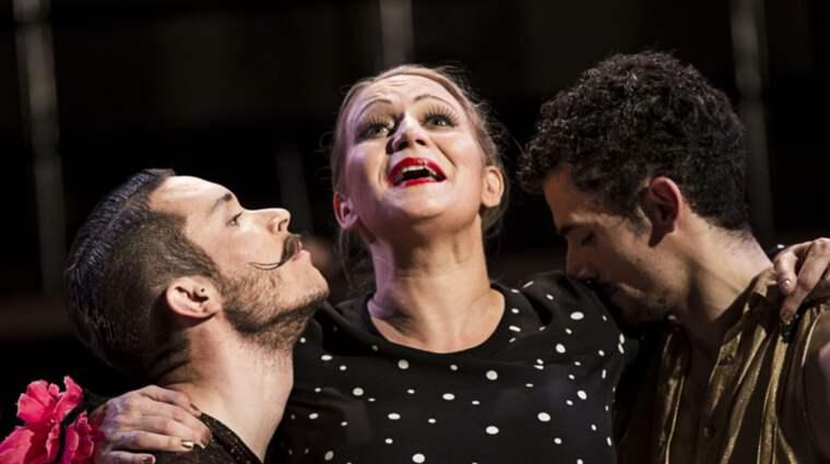CARMEN MOVES. Björn Nilsson, Miriam Treichl och Javier Perez. Foto: MATS BÄCKER