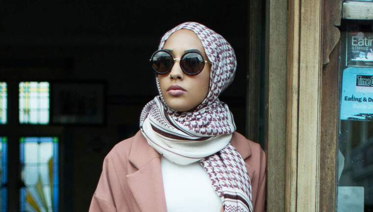 Modellen Mariah Idrissi i H & M:s reklamkampanj. Foto: H&M
