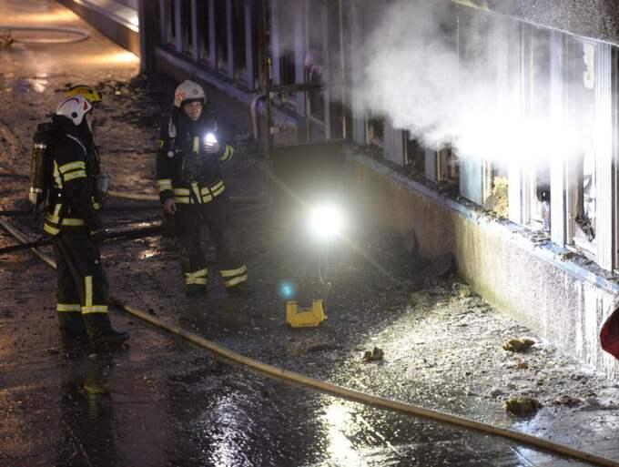 Ett flertal lägenheter i samma byggnad rökskadades. Foto: Olle Sporrong