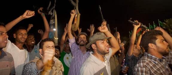 Missilerna som Khadaffi använder uppges vara ballistiska robotor av Scud-typ.