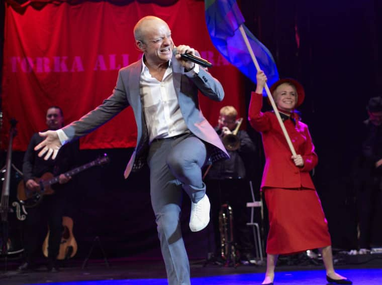 Jonas Gardell gör comeback i Melodifestivalen med schlagerskolan. Foto: Stellan Herner