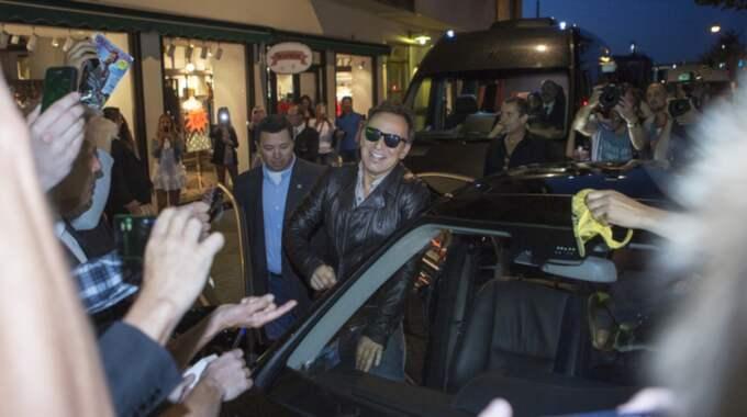 Bruce Springsteen lämnar Leif Mannerströms restaurang Kometen 2012. Foto: Anders Ylander