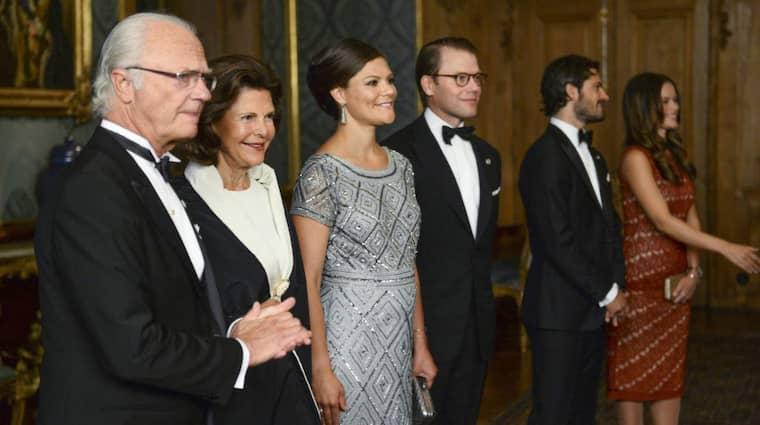 På bilder från Sverigemiddagen på slottet syns gravida kronprinsessan Victoria. Foto: Maja Suslin/Tt
