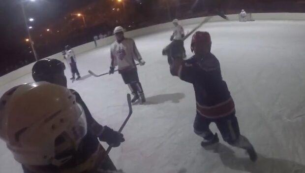 Blir utvisad - då går hockeyspelaren till attack