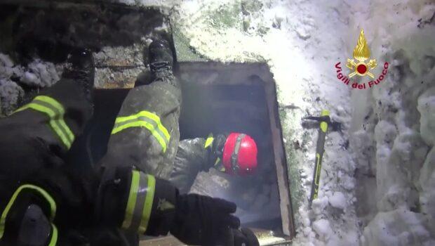 Lavinöverlevare åt is för att överleva