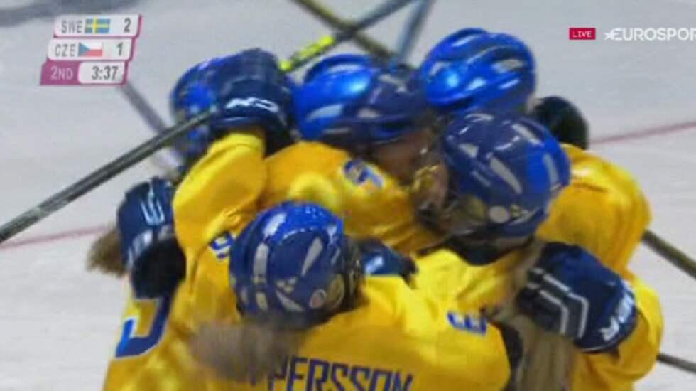 Här firar de svenska guldhjältarna OS-guldet i Lillehammer. Foto: Eurosport.