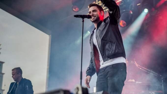 Måns där han är som bäst – när han sjunger på scenen. Foto: Pelle T Nilsson