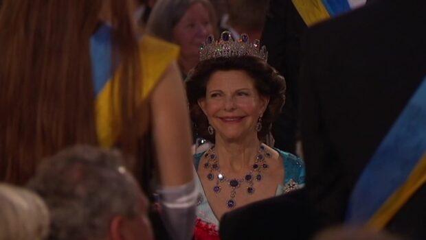 Se Drottning Silvias Nobelklänningar genom tiderna