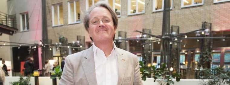 JAG SITTER INTE På DUBBLA STOLAR. PR-mannen och krönikören Anders Westgårdh tycker att han har rätt att ha en privat uppfattning och att det är därför han skriver om Västsvenska paketet i Aftonbladet. Foto: ALEXANDER DONKA Foto: Alexander Donka
