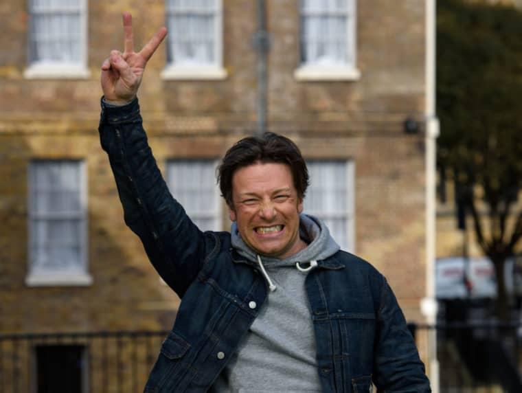 """Kändiskocken Jamie Oliver jublade över den nya skatten. """"Vi lyckades! Det här är fantastiska nyheter, barnens hälsa kommer först"""", skriver han på Instagram. Foto: Ben Pruchnie / GETTY IMAGES GETTY IMAGES EUROPE"""
