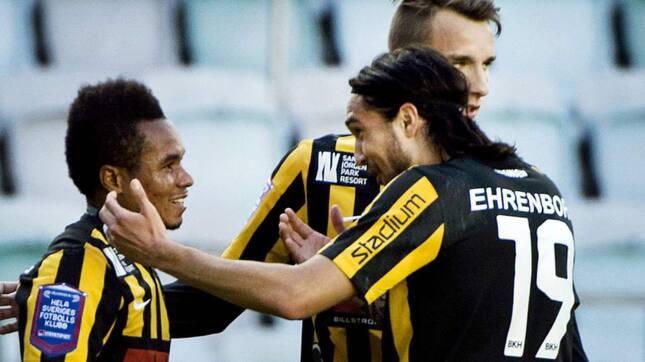 Zuta (#19) celebrates his teammate's goal