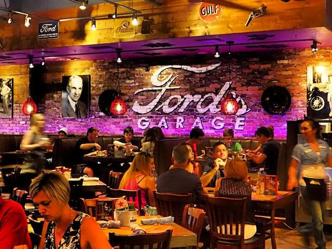 Där tipsar han om restauranger som Ford's Garage...