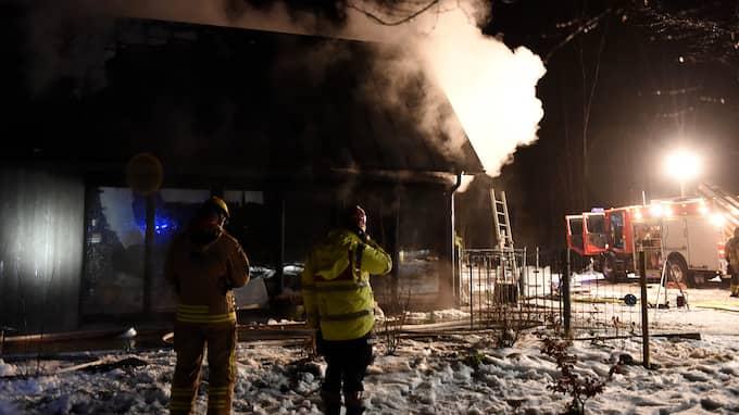 Det brann kraftigt, men ingen människa ska ha skadats vid husbranden utanför Degeberga på tisdagen. Foto: / Anders Gronlund www.strixphoto.net
