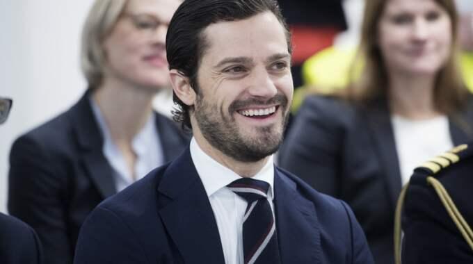 Prins Carl Philip ersätter drottning Silvia under sista dagen på statsbesöket. Foto: Sven Lindwall