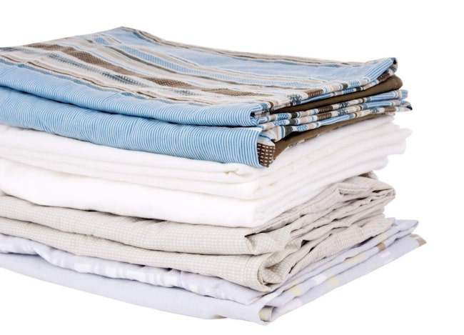 Blir du också arg när du drar ut lakan ur det trånga linneskåpet för att bädda, och upptäcker att du fått dubbelsängslakanet till enkelbädden, eller tvärtom? Genom att vika in rätt lakan i tillhörande örngott behöver du aldrig mer fundera över vilken säng det tillhör.