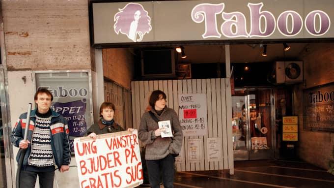GAMMAL STRID. Protest utanför porrbutiken Taboo i Malmö 1998. Foto: Csilla Fekete / KVP