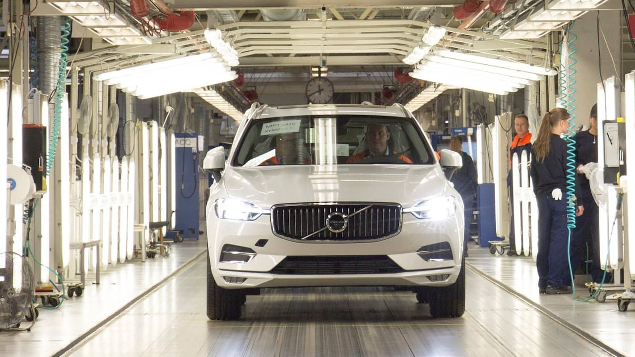 Volvos nya suv rullade av bandet