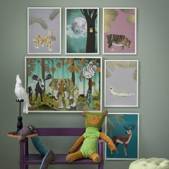 """Grisar med tigerränder från Satin of Sweden. Tina Nejderskog gör prints som utmanar stereotyper och normer. """"Vi vill förmedla mångfald. En gris ska få ha tigerränder om den vill det!"""""""