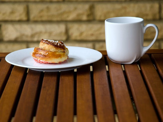 Nu ska amerikanerna lära sig vår svenska fikatradition med kaffe och kanelbulle.