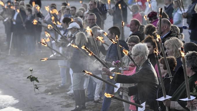I slutet av augusti samlades ett hundratal personer vid Kögebukten för att hedra den döda svenska journalisten Kim Wall. Foto: JOHAN NILSSON/TT
