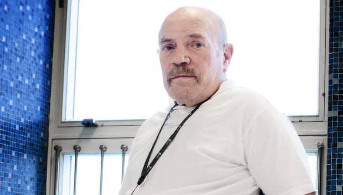 """Carlo, 74, fick höra att han hade ett blåmärke på hälen när han egentligen hade en livshotande infektion. """"Jag fick hem en remiss tre dagar efter att de amputerade bort benet, det kändes tungt"""", säger han. Foto: Anna Svanberg"""
