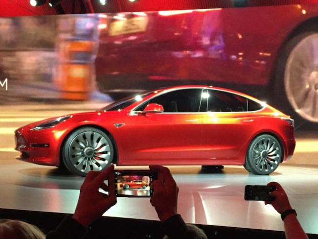 I natt hade nya Tesla Model 3 världspremiär.