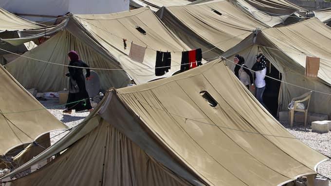 Ett tillfälligt tältläger i staden Marj nära gränsen till Syrien. Foto: BILAL HUSSEIN / AP