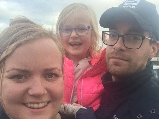 Här är Johanna, 28, och Gustaf Faerden, 32, från Västerås med dottern Junie, 5.