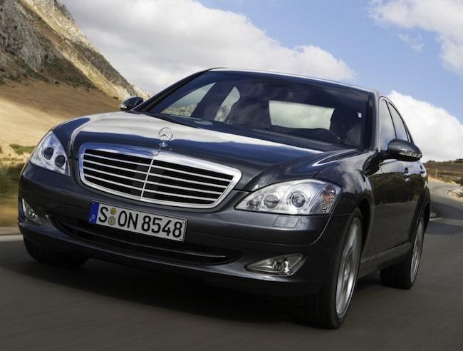 Mercedes S500 4matic från 2009 – en galet bekväm bil i lyxklass som går att hitta för en rimlig peng i dag.