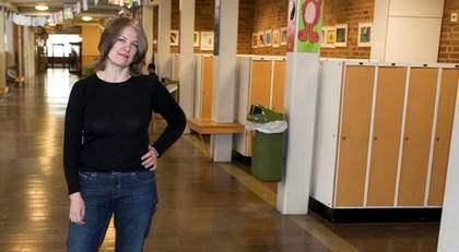 """UTSATT POSITION. """"Gymnasielärare sätter orättvisa betyg konstaterar man yrvaket på Skolverket. De är då för söta. Tänk att de har insett det först nu"""", skriver språkläraren Helena von Schantz Foto: Leif Hallberg"""