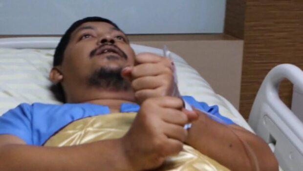 Mardrömmen: Pytonormen attackerar när han sitter på toaletten