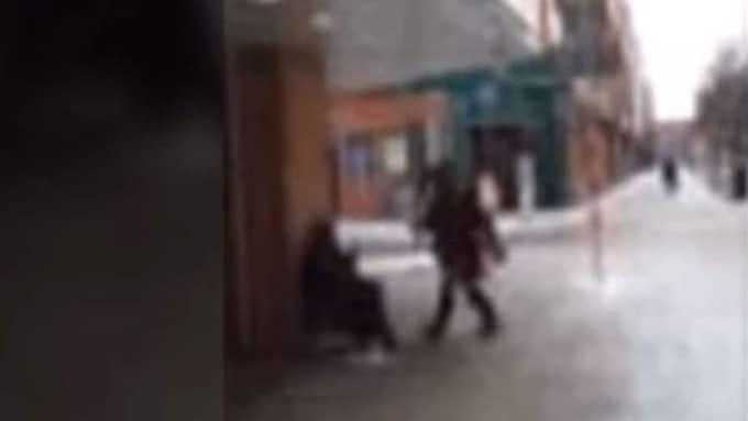 Det står nu klart att kvinnan kommer att åtalas inom en vecka efter att oprovocerat gett sig på en tiggare i Jönköping.