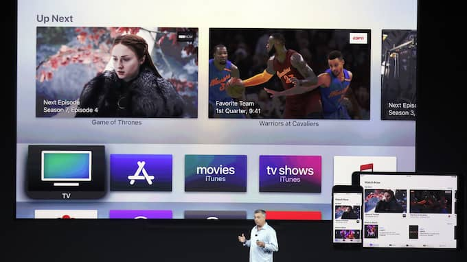 Apple-chefen Eddy Cue presenterar nya tv-nyheter. Foto: / AP / TT / NTB Scanpix