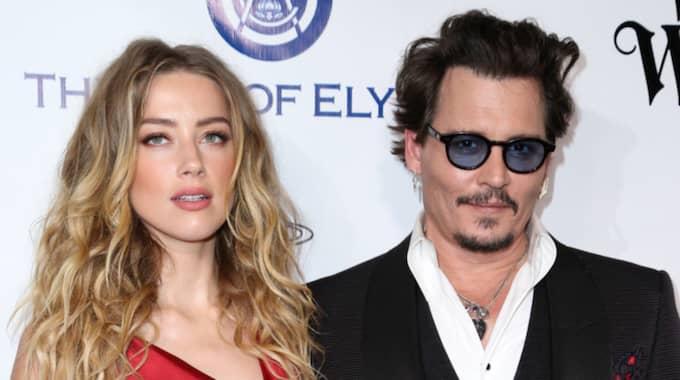 Det var förra veckan som Amber Heard, 30, lämnade in en skilsmässoansökan för att skilja sig från maken Johnny Depp, 52. Foto: Rich Fury / AP TT NYHETSBYRÅN