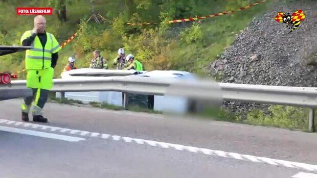 Göteborg: Bil kanade ner på motorvägen från en viadukt