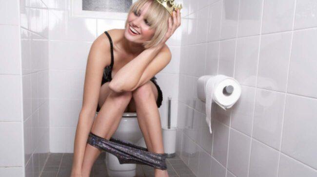 Du bör sitta ner ordentligt när du kissar, även om det är på en offentlig toalett.