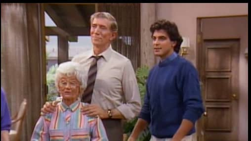 "Estelle Getty, Joseph Campanella och George Clooney i ""The golden girls"" från 1985. Foto: TV"