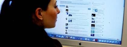 OROLIGA FACEBOOKANVÄNDARE. Fler än Facebook visar på stora säkerhetsbrister som nu avslöjats med ett nytt program vilket gör det enkelt att kapa någon annans konto. Foto: Olle Sporrong