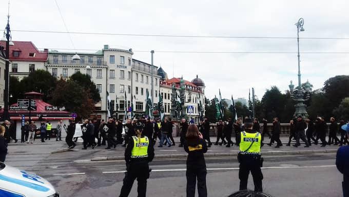 Ett 50-tal nazister marscherade på söndagen genom Göteborg utan tillstånd. Foto: Läsarbild