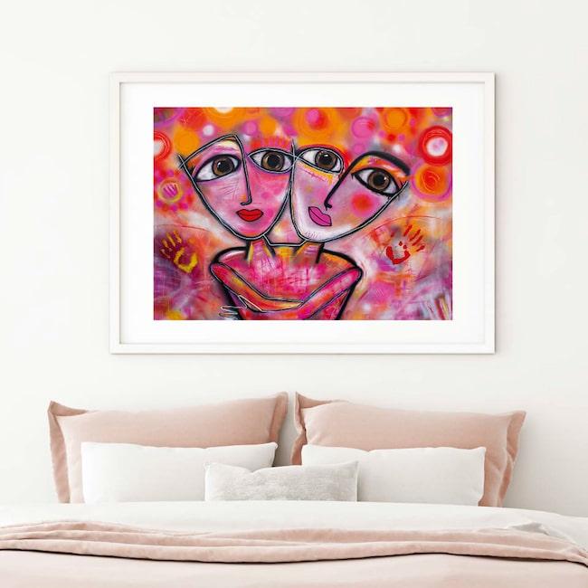 """Färgsprakande! """"Jag älskar färg och kan inte få nog av det. Jag blir glad av det och märker att andra blir det med"""", säger konstnären Susanne Åkeson Rosencrantz."""