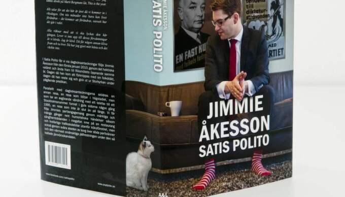 "Jimmie Åkessons bok ""Satis polito""."