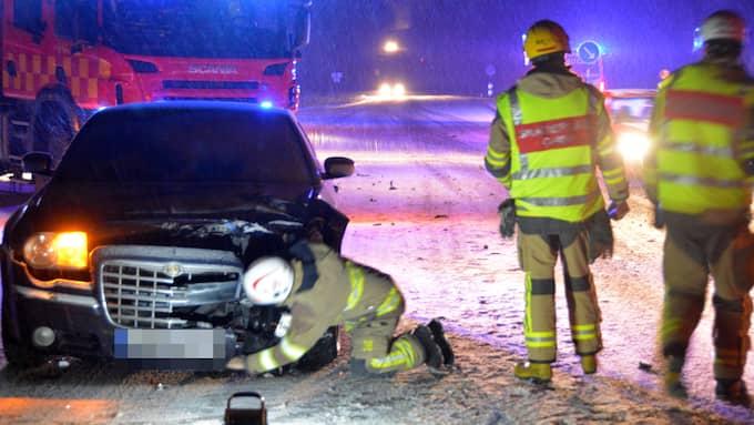 En olycka med två personbilar inträffade i halkan i Stenungsund på onsdagsmorgonen. Foto: Mikael Berglund