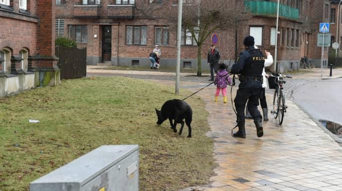 Det var klockan 12.19 som larmet om en skjuten man kom in till polisen. Foto: Andre Tajti