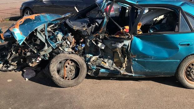 Johanna svårt skadad i frontalkrock – föraren misstänkt för rattfylleri