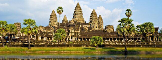 HELIGA PLATSER. En miljon besökare kommer varje år till ruinstaden Angkor i norra Kambodja.