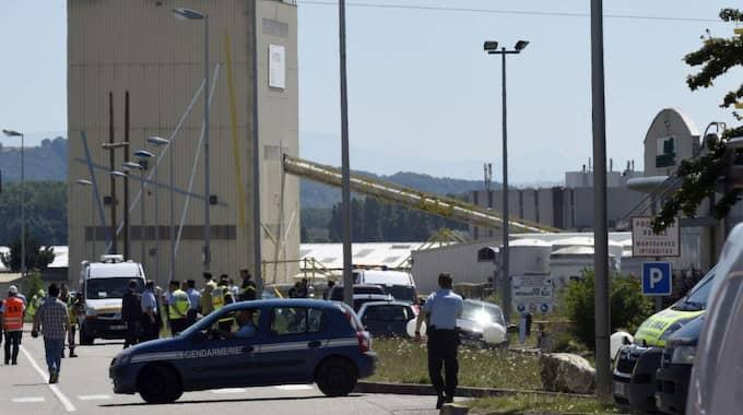 Enligt regionaltidningen Le Dauphiné Liberé var det strax före klockan tio som polis och brandkår larmades efter en kraftig explosion vid en fabrik i Saint-Quentin-Fallavier, mellan Grenoble och Lyon. Foto: Philippe Desmazes