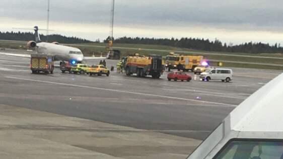Ett SAS-flygplan har utrymts på Landvetter efter larm om rökutveckling i kabinen. Foto: Läsarbild