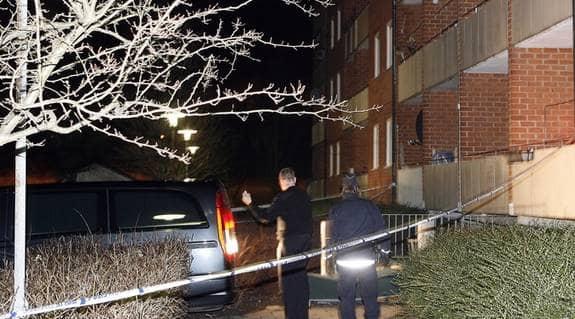 I söndags föll en 16-årig flicka från balkongen på fjärde våningen. Hon dog direkt. Två anhöriga till flickan är nu anhållna och misstänkta för att ha att kastat henne. Mordet misstänkts vara hedersrelaterat. Foto: ULF RYD