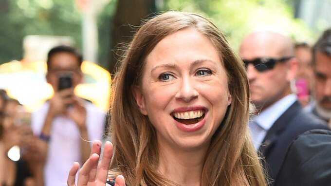 Istället åkte hon hem till dottern Chelsea Clinton. Foto: Abiy / Â BULLS BP0001O3Z7
